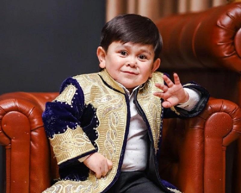 Кто такой Абдурозик? История самого маленького певца в мире
