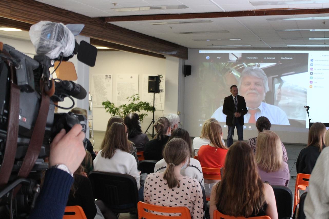 В Архангельске открылась передвижная выставка «Белая роза» из Оренбурга