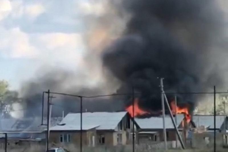 В Нежинке горят жилые дома — Оренбург Медиа