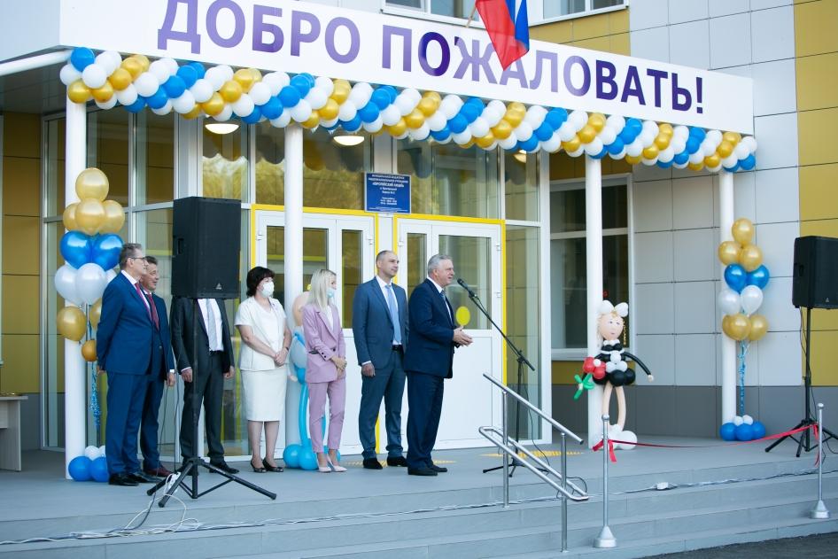 Денис Паслер открыл новую школу в Пригородном